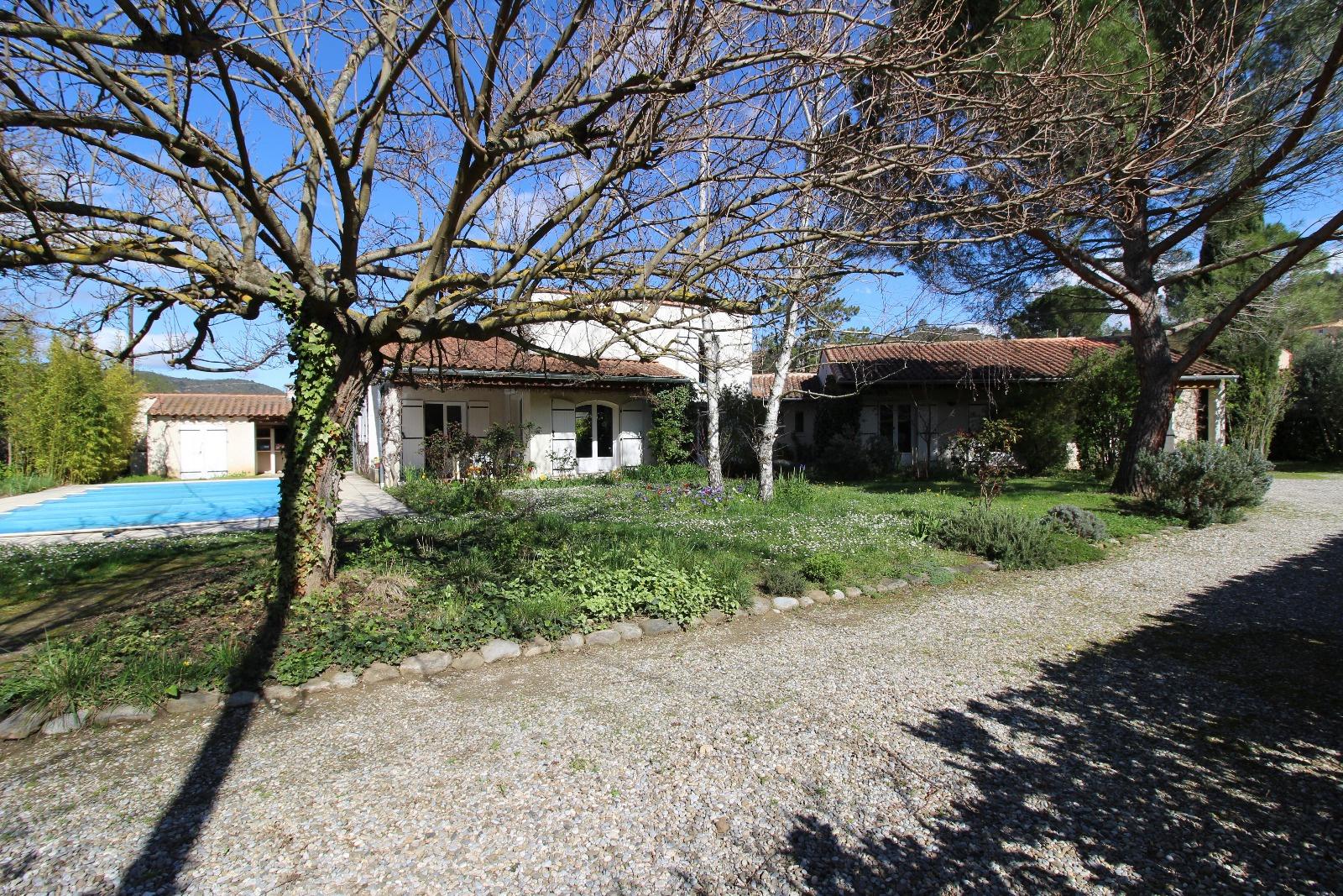 Vente dans un nid de verdure au calme belle villa d for Architecte de jardin namur